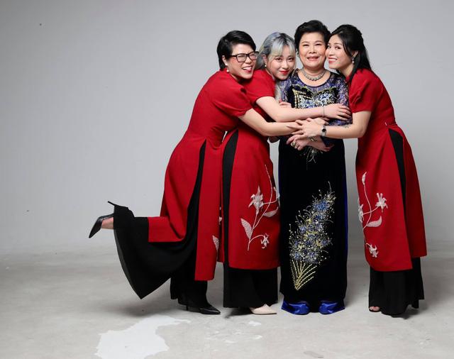 MC Hoàng Linh khoe bộ ảnh Tết bên đại gia đình - Ảnh 3.