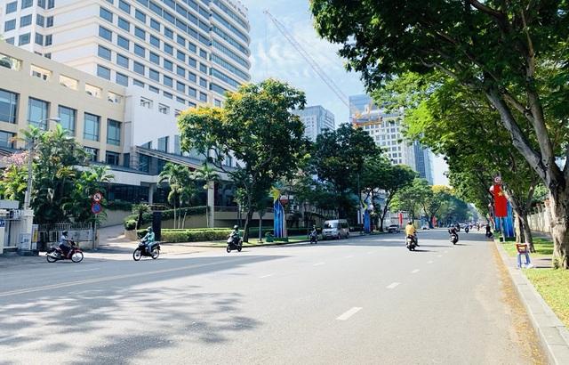 Đường phố TP Hồ Chí Minh vắng tanh trong ngày 28 Tết - Ảnh 3.