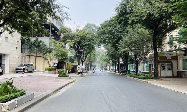 Đường phố TP Hồ Chí Minh vắng tanh trong ngày 28 Tết - Ảnh 4.