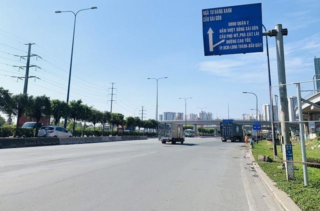 Đường phố TP Hồ Chí Minh vắng tanh trong ngày 28 Tết - Ảnh 6.