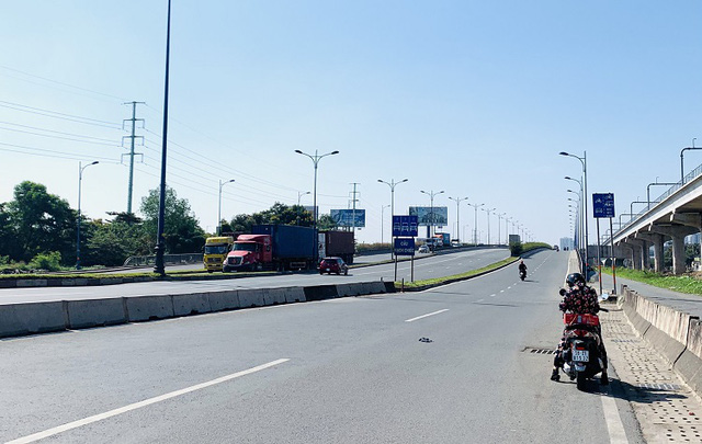 Đường phố TP Hồ Chí Minh vắng tanh trong ngày 28 Tết - Ảnh 7.