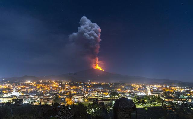 """Núi lửa cao nhất châu Âu Etna """"thức giấc - Ảnh 1."""