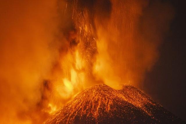 """Núi lửa cao nhất châu Âu Etna """"thức giấc - Ảnh 2."""