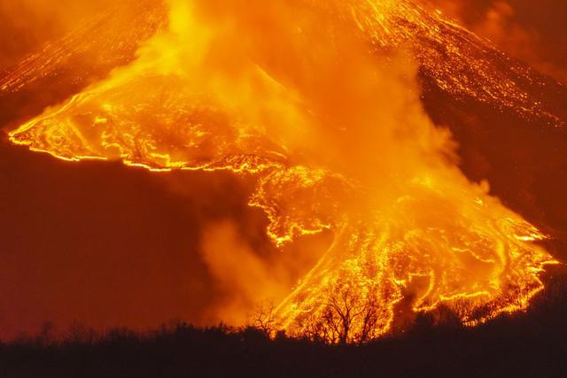 """Núi lửa cao nhất châu Âu Etna """"thức giấc - Ảnh 3."""