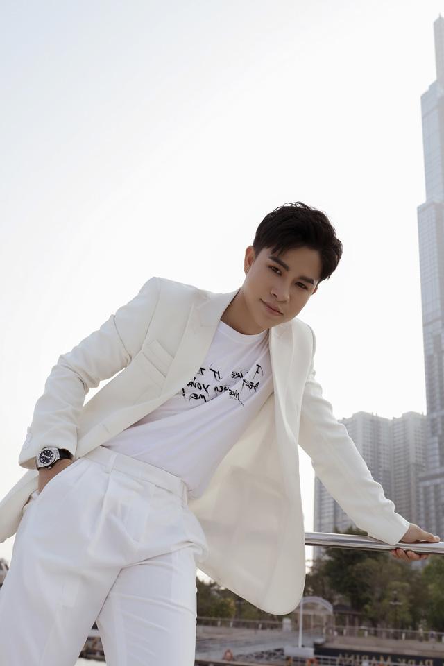 Giọng ca phi giới tính Trần Tùng Anh mất 3 năm để hát ca khúc của Giáng Son - Ảnh 3.