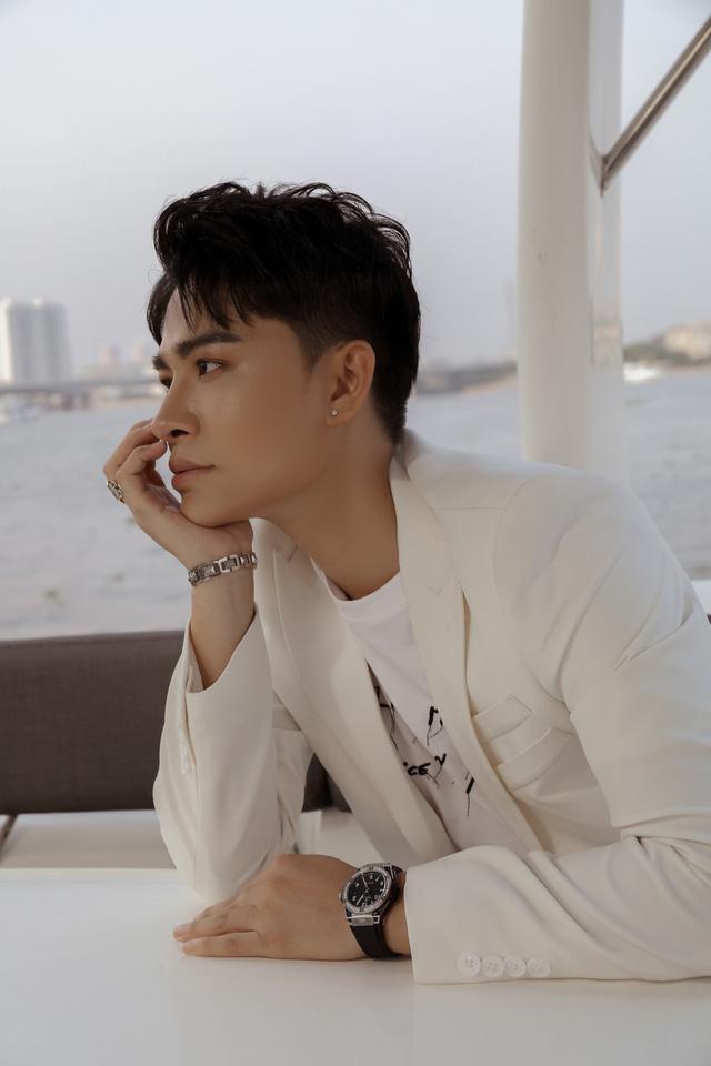 Giọng ca phi giới tính Trần Tùng Anh mất 3 năm để hát ca khúc của Giáng Son - Ảnh 1.