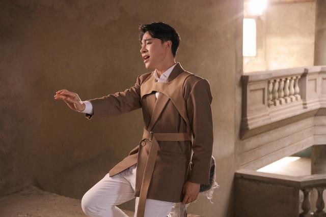 Giọng ca phi giới tính Trần Tùng Anh mất 3 năm để hát ca khúc của Giáng Son - Ảnh 2.