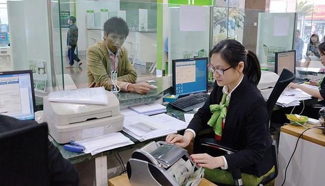 Nhiều ngân hàng rục rịch tăng lãi suất huy động - Ảnh 2.