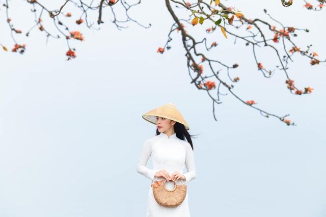 Trần Vân khoe bộ ảnh mới dịu dàng bên tà áo dài - Ảnh 2.