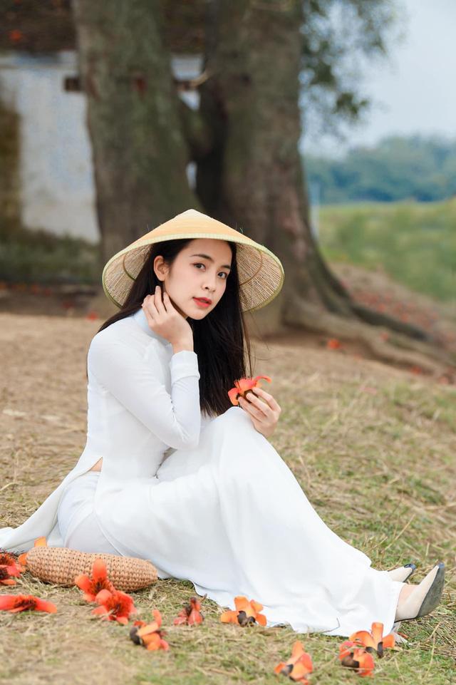 Trần Vân khoe bộ ảnh mới dịu dàng bên tà áo dài - Ảnh 3.
