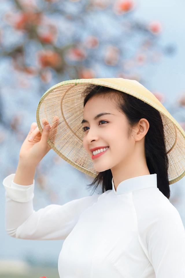 Trần Vân khoe bộ ảnh mới dịu dàng bên tà áo dài - Ảnh 4.