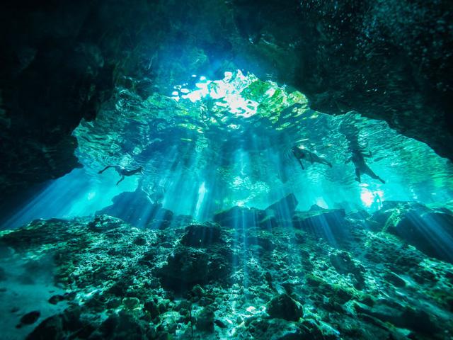 """Chiêm ngưỡng """"Hố xanh khổng lồ"""", một trong những bí ẩn lộng lẫy nhất thế giới - ảnh 2"""
