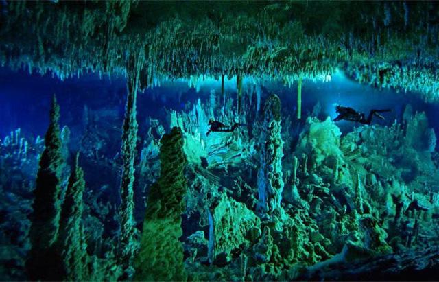 """Chiêm ngưỡng """"Hố xanh khổng lồ"""", một trong những bí ẩn lộng lẫy nhất thế giới - ảnh 3"""