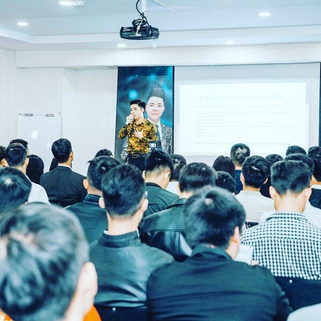CEO Nguyễn Đình Trưởng: Thành công vượt bậc với vai trò giảng viên về sàn thương mại điện tử - Ảnh 2.