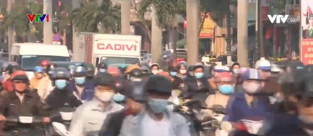 Áp lực giải quyết ùn tắc giao thông tại Đà Nẵng - Ảnh 1.