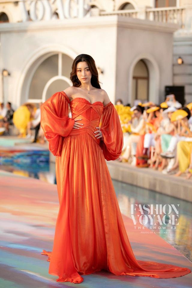 Đỗ Thị Hà gợi cảm catwalk cùng cặp Hoa hậu song Linh - Ảnh 6.