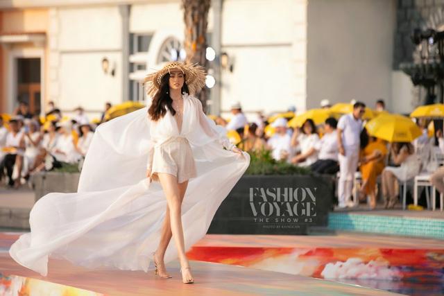 Đỗ Thị Hà gợi cảm catwalk cùng cặp Hoa hậu song Linh - Ảnh 10.