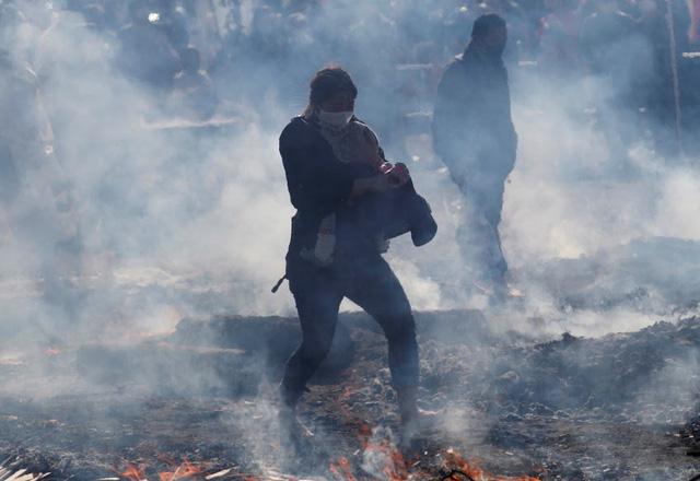 Kỳ lạ, lễ hội đi chân trần qua than cháy để cầu bình an ở Nhật Bản - ảnh 5