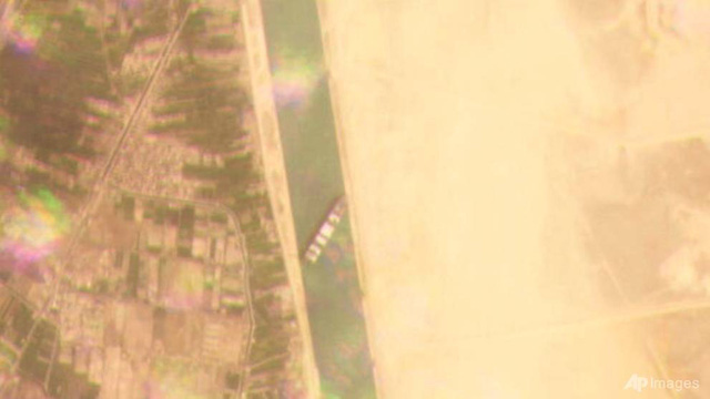 Tàu container chắn ngang gây tắc nghẽn trên kênh đào Suez - ảnh 5