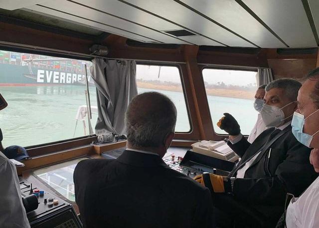 Tàu container chắn ngang gây tắc nghẽn trên kênh đào Suez - ảnh 7