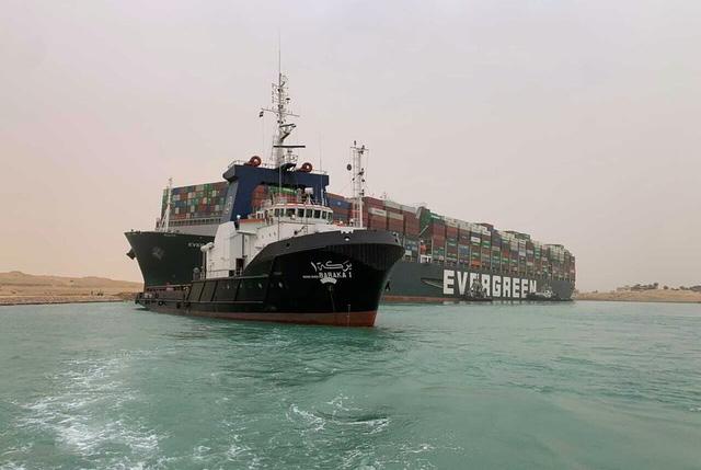 Tàu container chắn ngang gây tắc nghẽn trên kênh đào Suez - ảnh 2