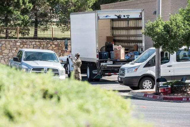 Xe chở vaccine COVID-19 của Vệ binh Quốc gia Mỹ bị phục kích - Ảnh 1.
