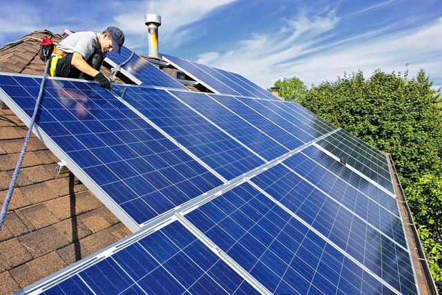 """Gỡ """"nút thắt"""" giải tỏa công suất điện mặt trời - Ảnh 2."""