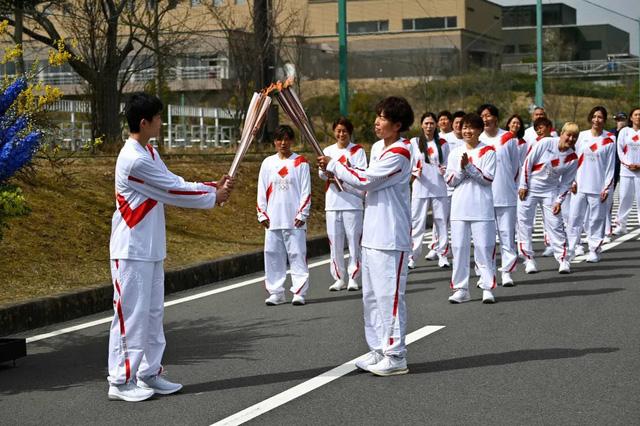 Nhật Bản: Bắt đầu lễ rước đuốc Olympic Tokyo 2020 tại Fukushima - Ảnh 3.