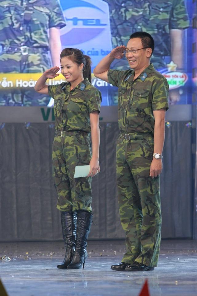 MC Hoàng Linh khoe ảnh cùng nhà báo Lại Văn Sâm cách đây 15 năm - Ảnh 3.