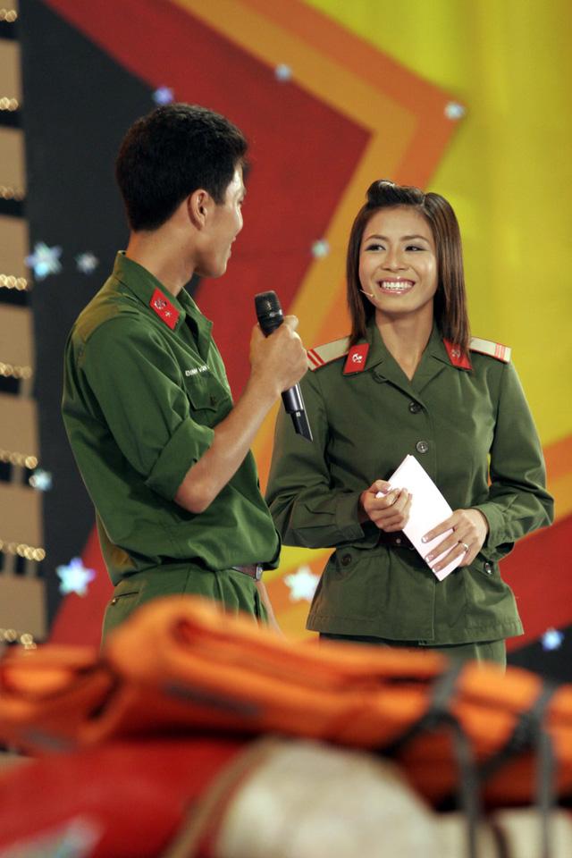MC Hoàng Linh khoe ảnh cùng nhà báo Lại Văn Sâm cách đây 15 năm - Ảnh 2.
