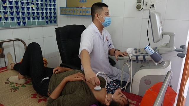 Khám sàng lọc ung thư vú, ung thư tuyến giáp miễn phí cho 480 người dân Quảng Ninh - Ảnh 3.