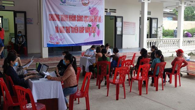 Khám sàng lọc ung thư vú, ung thư tuyến giáp miễn phí cho 480 người dân Quảng Ninh - Ảnh 1.