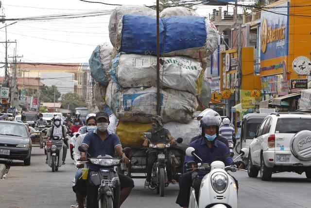 Hơn 127,7 triệu người mắc COVID-19 trên thế giới, thêm 1 tỉnh ở Campuchia giáp Việt Nam có dịch - Ảnh 3.