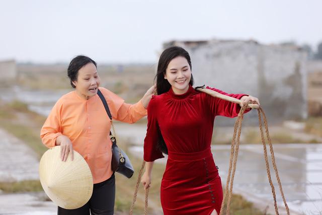 """Sao mai Lương Nguyệt Anh đưa """"chàng trai đặc biệt"""" vào MV dịp 8/3 - Ảnh 2."""