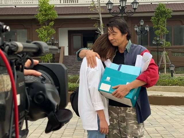 Võ Hoài Nam giận hờn khi bị gọi bằng bố trong phim mới - Ảnh 2.