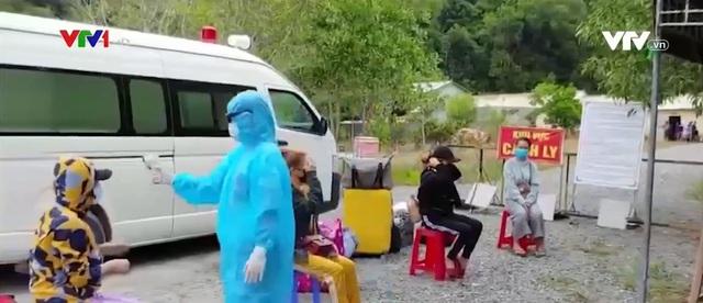 Kiên Giang: Người dân lại ồ ạt về nước khi dịch bệnh bùng phát tại Campuchia - Ảnh 1.