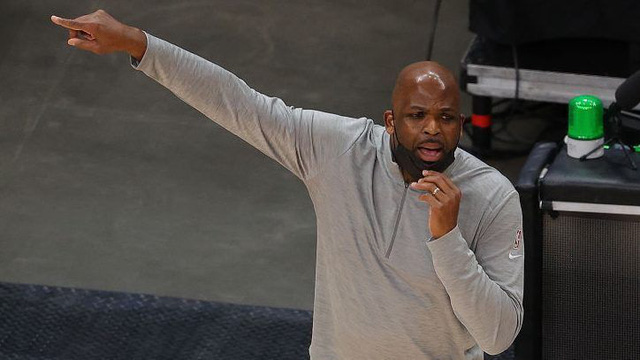 Atlanta Hawks sa thải HLV Lloyd Pierce - Ảnh 1.