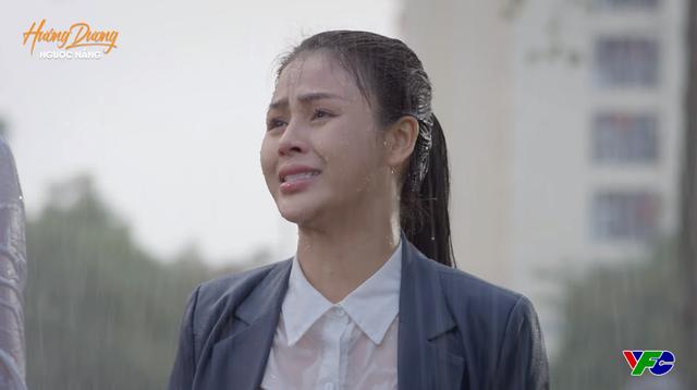 Hướng dương ngược nắng - Tập 47: Bị cả mẹ và em trai từ mặt, Minh trút giận lên Hoàng dưới trời mưa tầm tã - Ảnh 3.