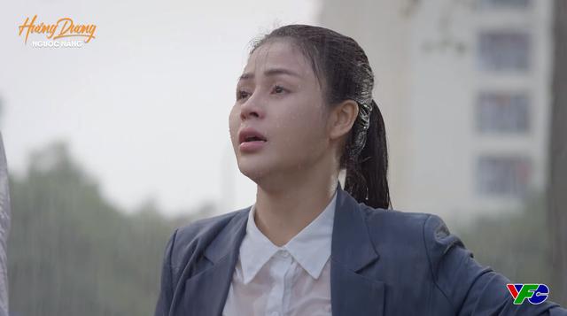 Hướng dương ngược nắng - Tập 47: Bị cả mẹ và em trai từ mặt, Minh trút giận lên Hoàng dưới trời mưa tầm tã - Ảnh 2.