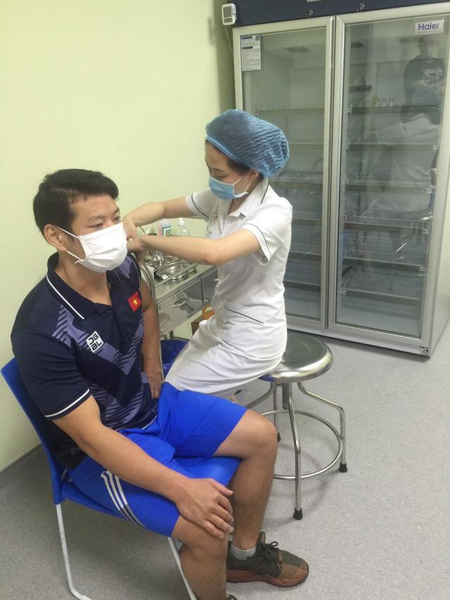 Thạch Kim Tuấn, Vũ Thành An, Nguyễn Tiến Minh… tiêm Vaccine Covid-19 - Ảnh 3.