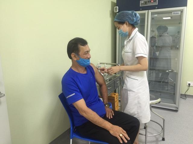 Thạch Kim Tuấn, Vũ Thành An, Nguyễn Tiến Minh… tiêm Vaccine Covid-19 - Ảnh 2.