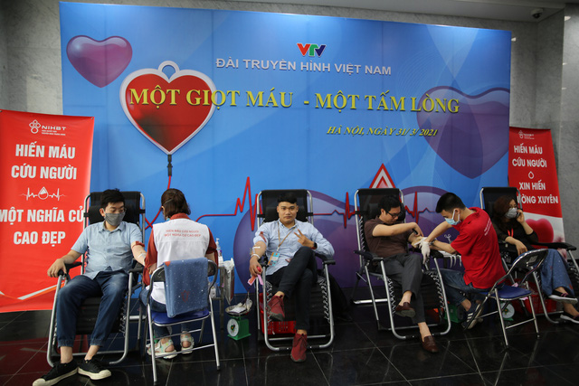 Cán bộ, nhân viên Đài THVN hào hứng tham gia hiến máu nhân đạo - Ảnh 1.