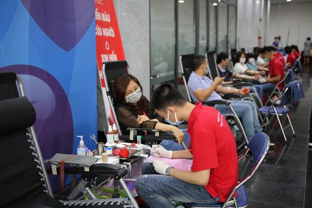 Cán bộ, nhân viên Đài THVN hào hứng tham gia hiến máu nhân đạo - Ảnh 5.