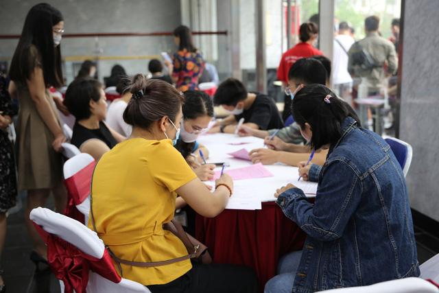 Cán bộ, nhân viên Đài THVN hào hứng tham gia hiến máu nhân đạo - Ảnh 10.