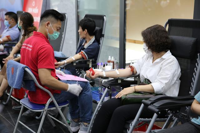 Cán bộ, nhân viên Đài THVN hào hứng tham gia hiến máu nhân đạo - Ảnh 4.