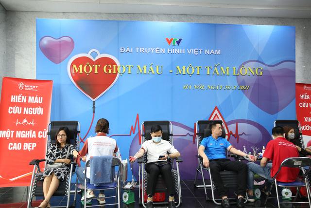 Cán bộ, nhân viên Đài THVN hào hứng tham gia hiến máu nhân đạo - Ảnh 2.