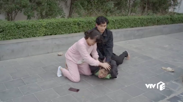 Hướng dương ngược nắng - Tập 47: Mang tiếng tham phú phụ bần, Minh khóc tức tưởi khi bị cả mẹ và em trai từ mặt - Ảnh 32.