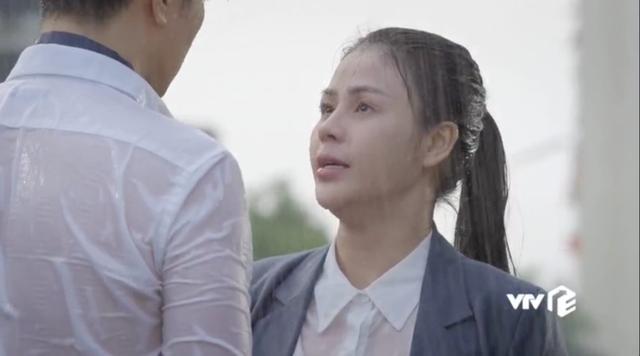 Hậu trường Hướng dương ngược nắng: Diễn trong màn mưa nhân tạo, Lương Thu Trang - Việt Anh không vấp một từ - Ảnh 4.