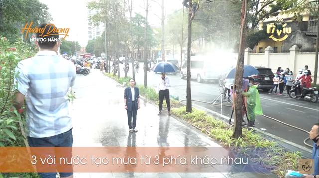 Hậu trường Hướng dương ngược nắng: Diễn trong màn mưa nhân tạo, Lương Thu Trang - Việt Anh không vấp một từ - Ảnh 5.