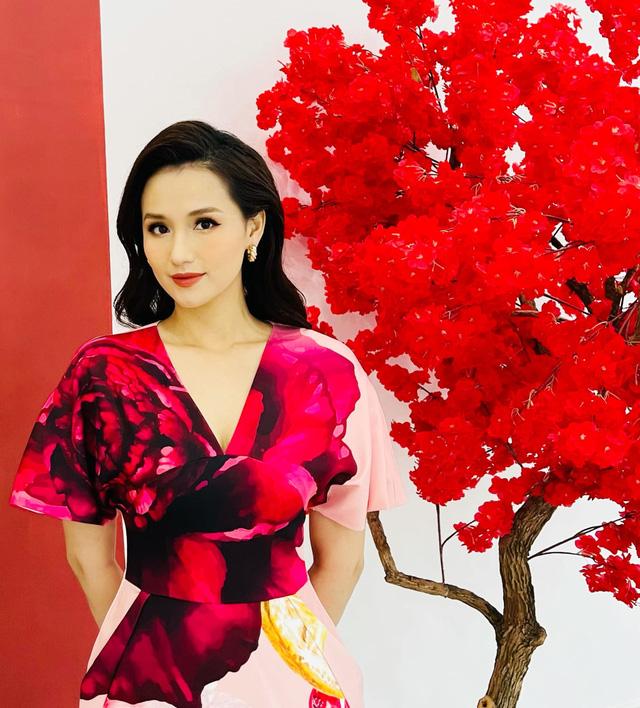 Lã Thanh Huyền đẹp hút hồn với gu thời trang cực sang chảnh - Ảnh 4.